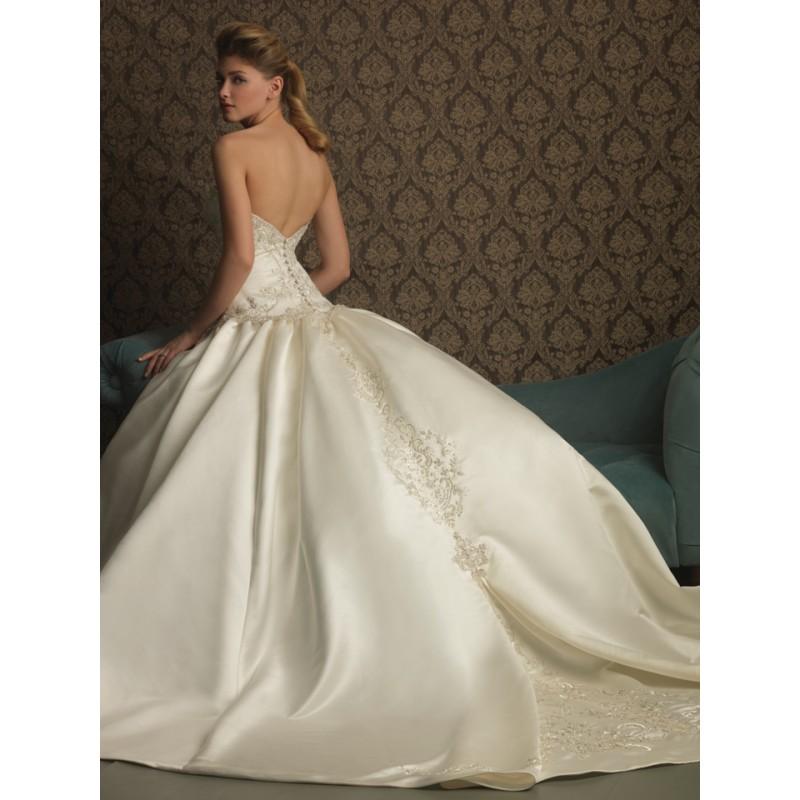 Ball Gown Wedding Dresses: Ballroom Lighting Pic: Ballroom Ball Gowns