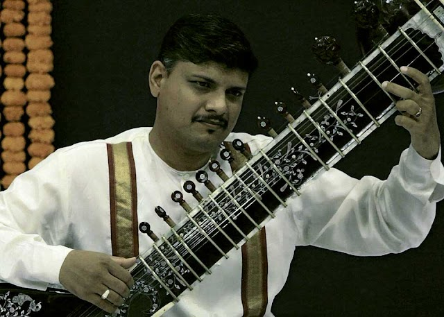 रुद्रवीना के भाई सुरबहार वादक डॉ आश्विन दलवी