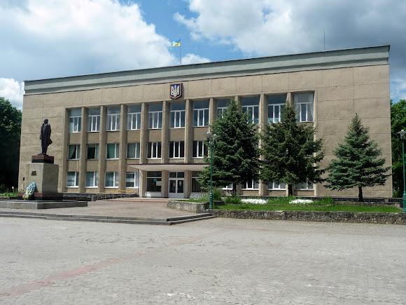 Сколе. Площадь Независимости. Городской и районный совет