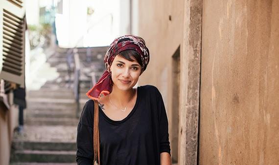 de tout et de liens blog culture et lifestyle nouer son foulard dans les cheveux. Black Bedroom Furniture Sets. Home Design Ideas