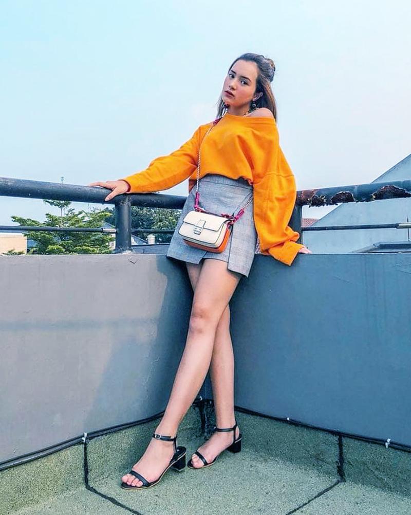 Rok mini seksi Beby Tsabina