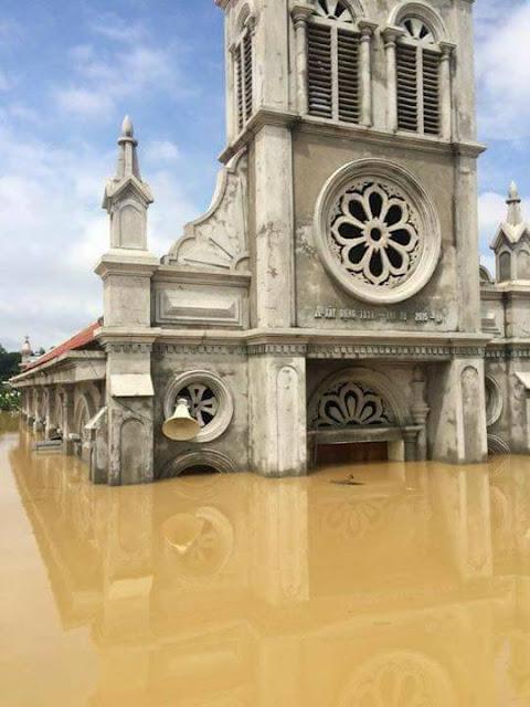 Nhiều ngôi Thánh Đường chìm trong nước lũ - Ảnh minh hoạ 11