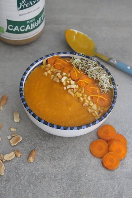 Cuillère et saladier : Soupe froide carottes, cacahuète et orange