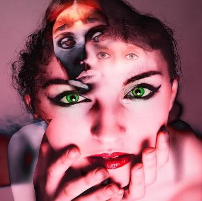 ما هو مرض انفصام الشخصية | وكيف نتعامل مع مرضى الانفصام الشخصية  هل هو خطير