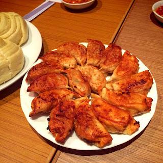 kuliner ringan hampir ibarat siomay dgn kulit ada juga yg di kukus loh Resep Cara Membuat Gyoza Goreng Mudah