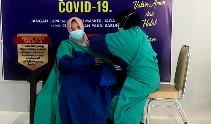 dr. Oktavieni Himbau Jajarannya Ikut Vaksinasi