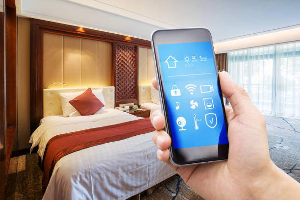 teknologi nirsentuh di hotel dari Schneider Electric