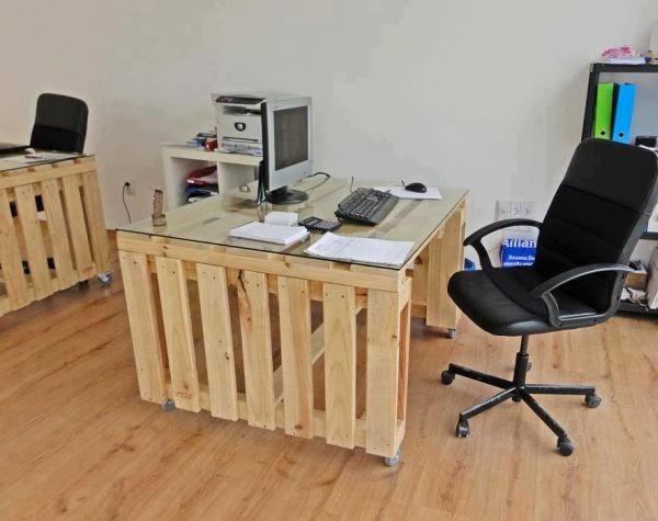 diy pallet office desk goodiy. Black Bedroom Furniture Sets. Home Design Ideas