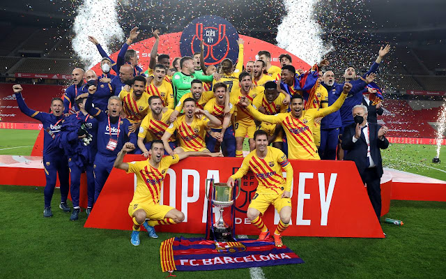 Barcelona players pictured after lifting the Copa del Rey trophy