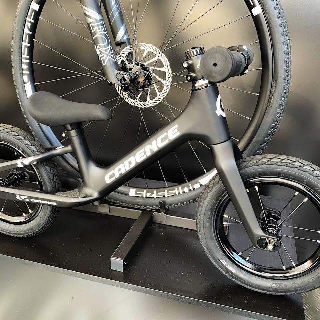 Bicicleta infantil do tipo balance da Cadence Bike