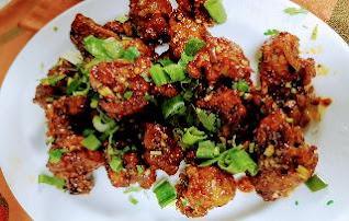 Serving garnished Gobi (cauliflower) Manchurian for Gobi Manchurian recipe