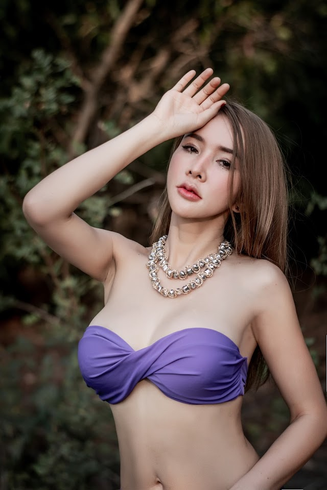 """Model Thailand wears a punctured shirt showing off his body's """"golden spots"""", male fans cover it up"""