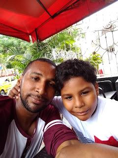 Piper Valca con el hijo en una selfie