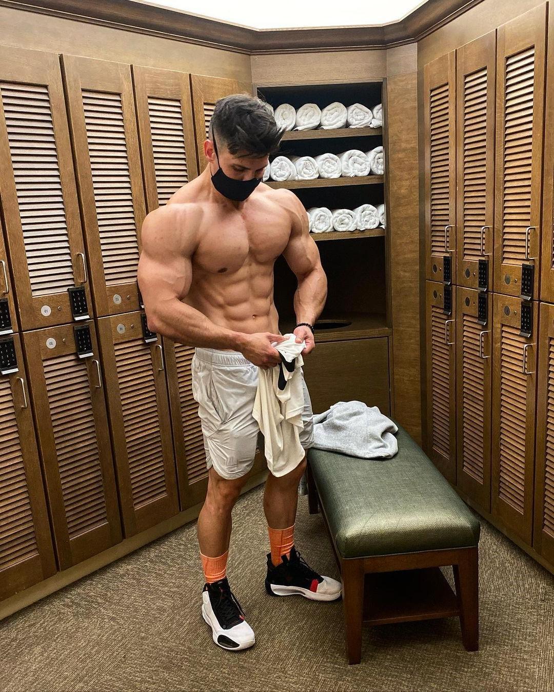 fit-masked-men-max-murillo-shirtless-muscle-biceps-hunk-locker-room
