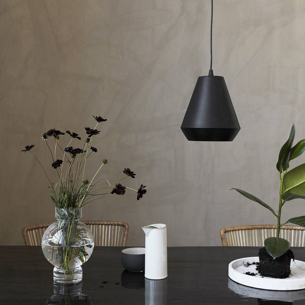 HOW TO PAINT WALLS DARK