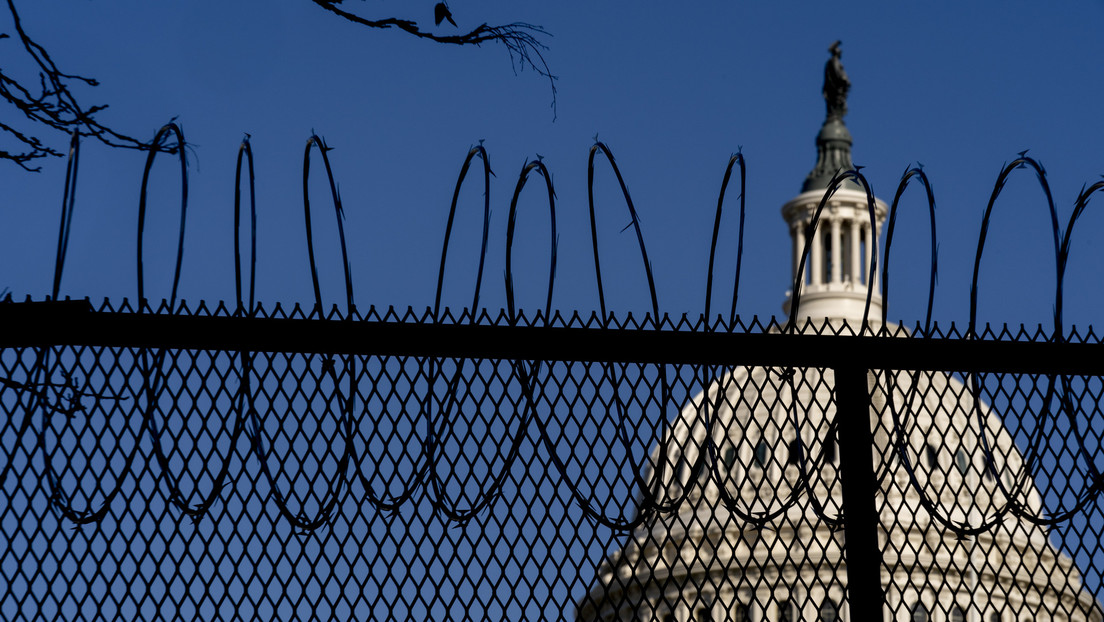 Alambre de púas alrededor del #Capitolio y Guardia Nacional armada: #Washington y posesión de #Biden