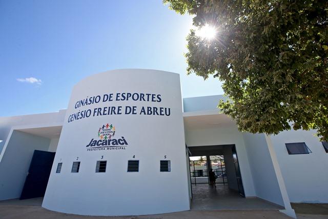 Governo inaugura escola, teatro e unidade de saúde em Jacaraci
