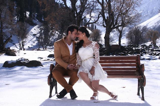 Top 5 Reasons to Watch Hai Apna Dil Toh Awara Movie !