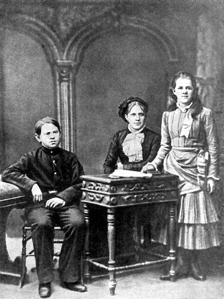 Anna Dostoevskaya y sus hijos