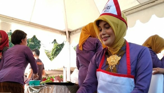 Istri Gubernur Jawa Tengah Juara Marandang di Padang