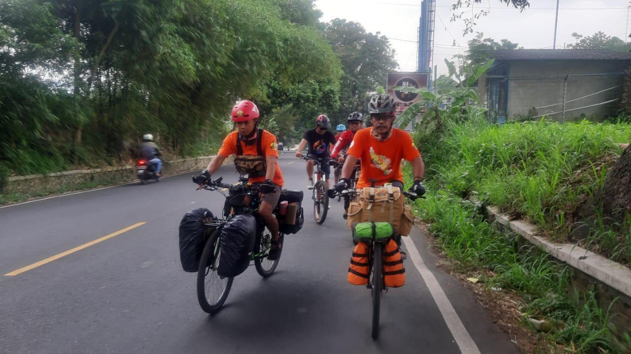 Duo Goweser Asal Cianjur Akan Tempuh Jarak 3000 Km