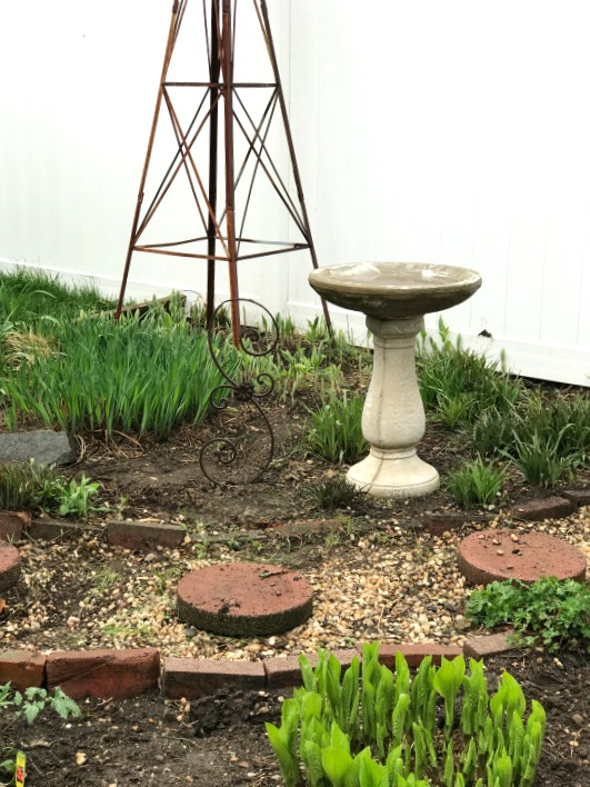 Repurposed and rusty garden ideas