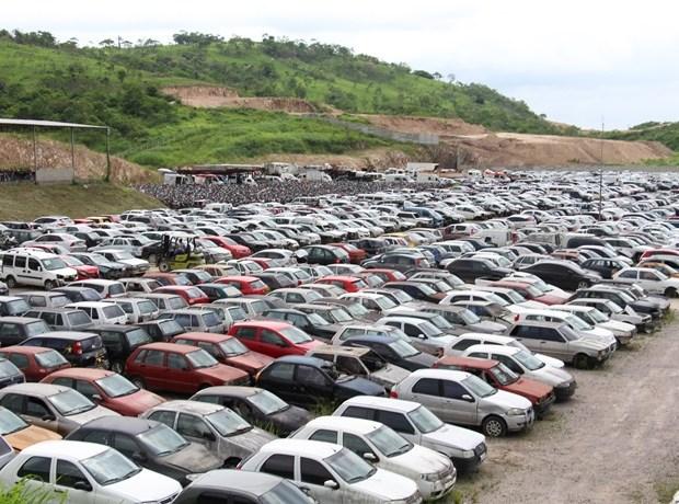 Detran realiza leilão com 421 veículos