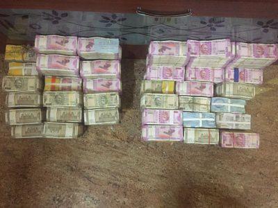 बिहार में इंजीनियर के घर का छापा, 15 लाख नकद, 33 लाख के आभूषण बरामद