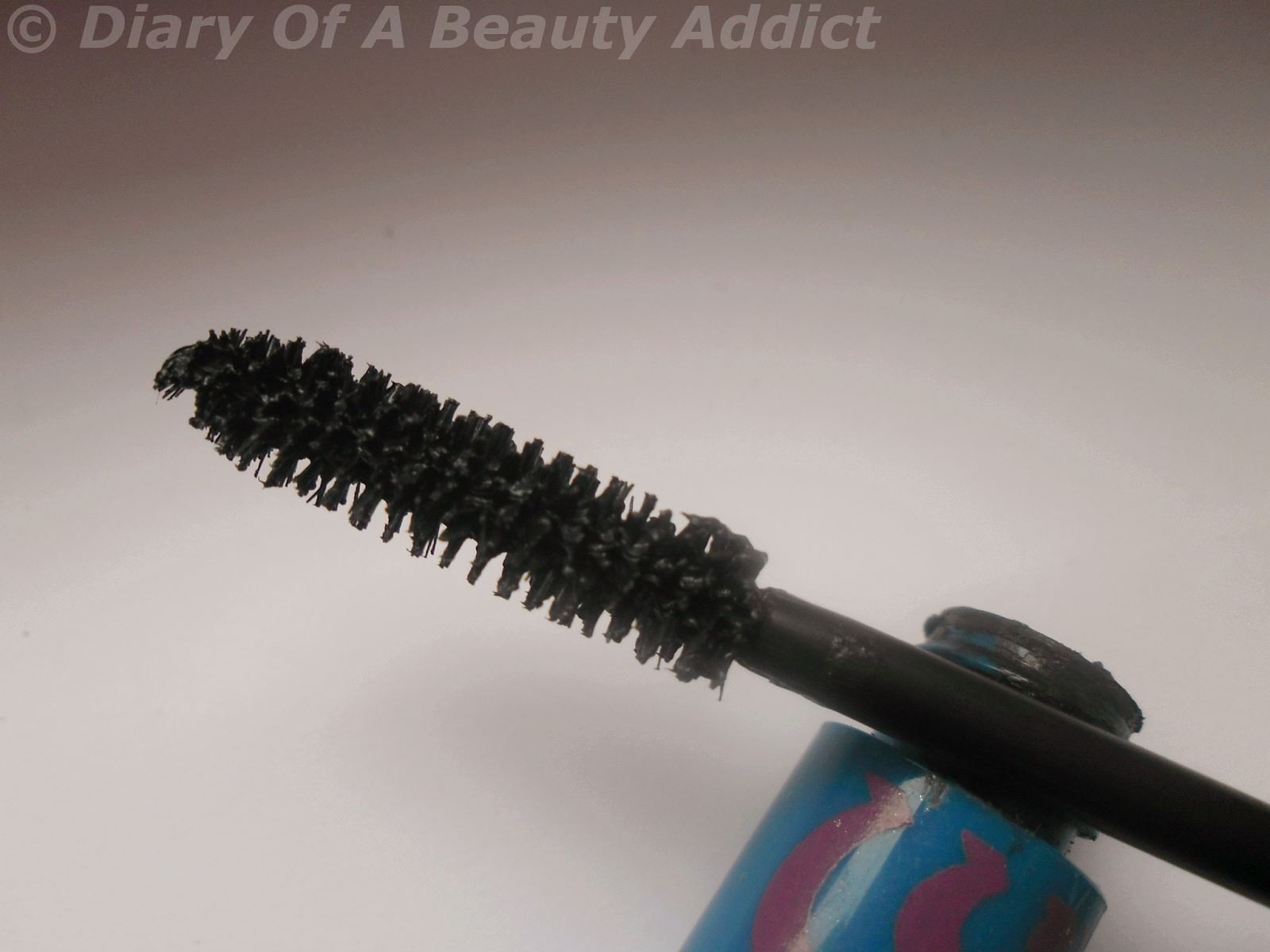 Avon Colortrend Plump Out Mascara Black