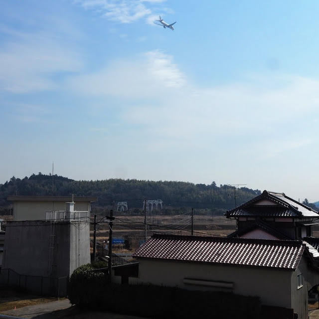 利根川  成田空港へ降りる飛行機