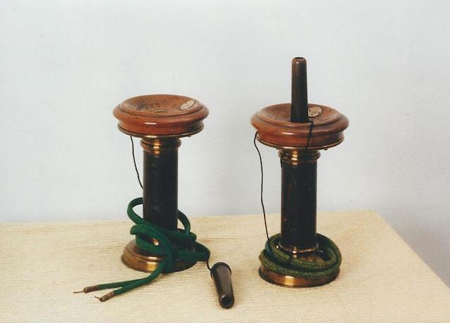 Coppia di telefoni Siemens – Halske con chiamata a fischietto – 1879