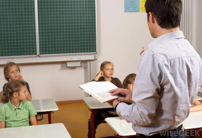 تلميذ قال لأستاذه يا أبي فغيرت هذه الكلمة الكثير قصة واقعية