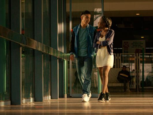 Crítica de 'Black': Historia de amor con un realismo descarnado