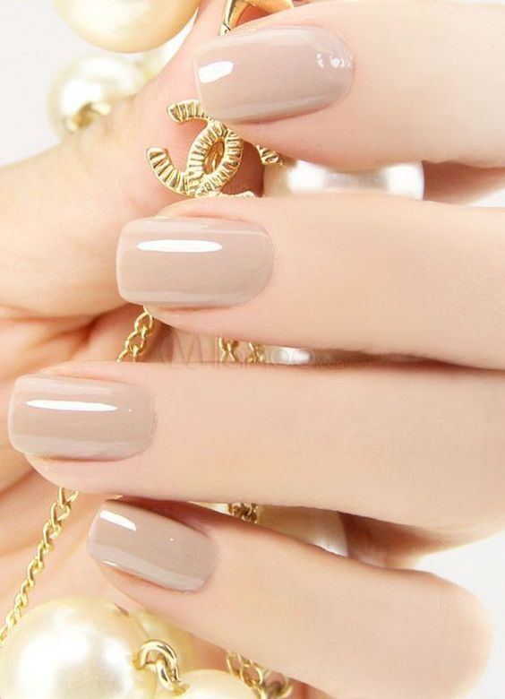 Style Inspiration | The Edit: Our Favourite Minimalist Manicures