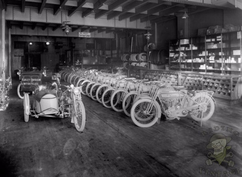 15 Amazing Vintage Photos Of Early Harley Davidson