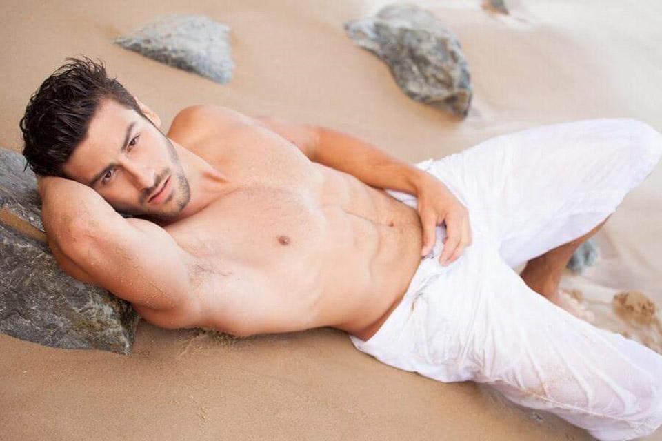 Sidnei Lyra faz pose sensual para foto. Foto: Dalazen Jr./ Juliano Mendes Assessoria