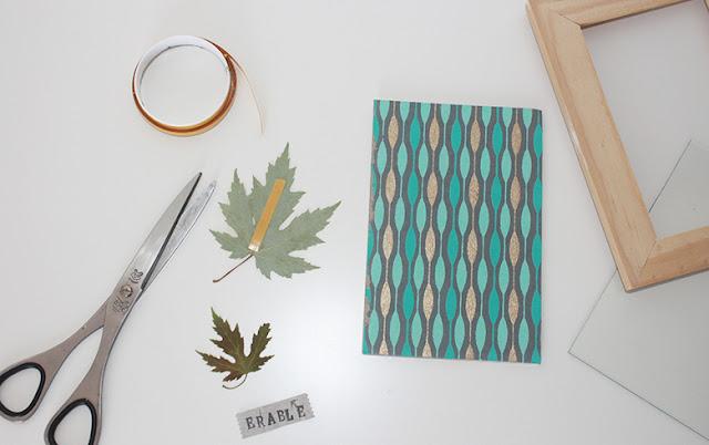 Collage des feuilles séchées