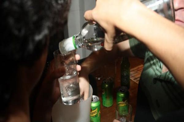 Ikuti Panduan di Internet Para Remaja Ini Meramu Air Rebusan Pembalut, Ada Varian Rasa yang Efeknya Mirip Narkotika
