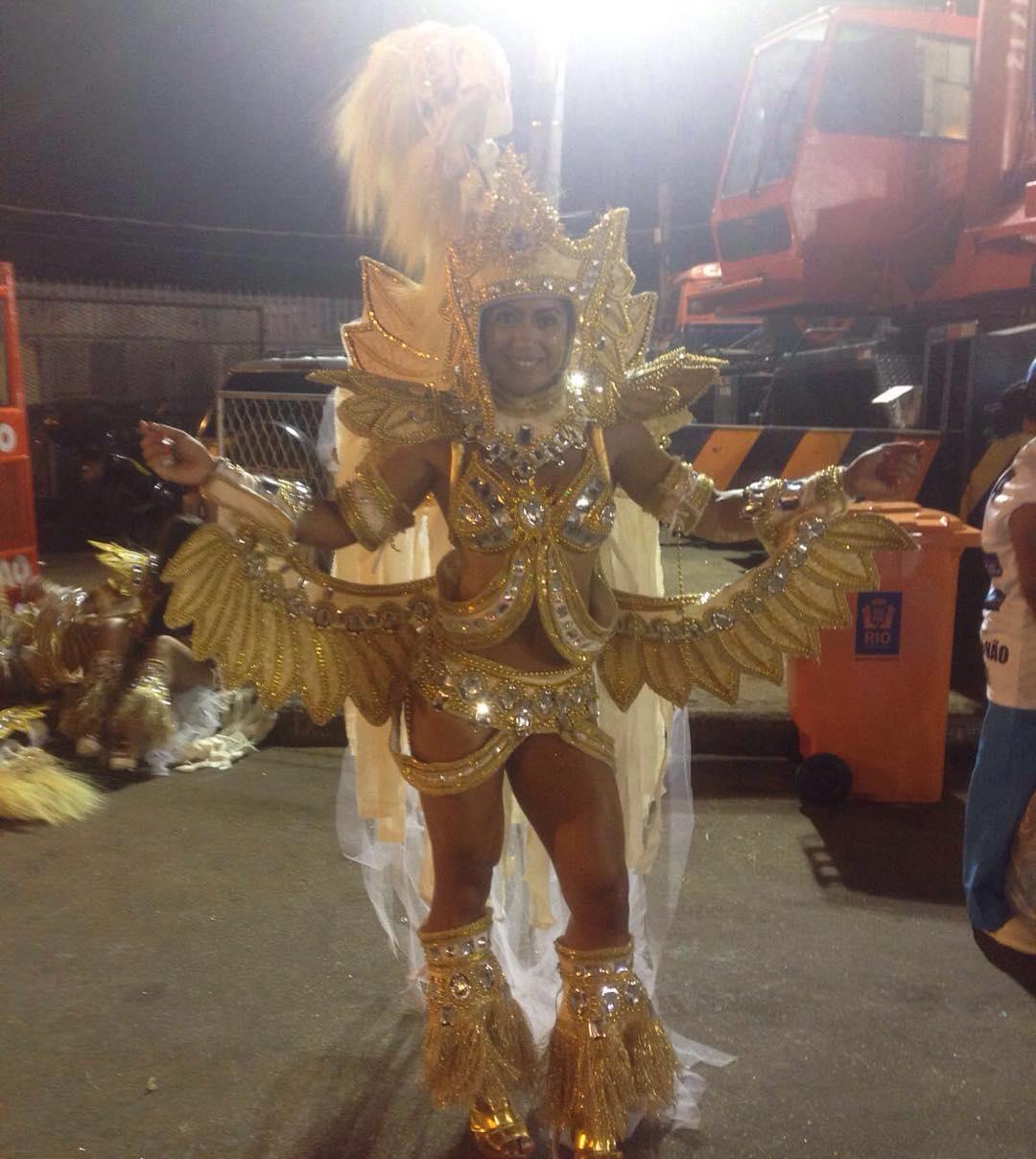 Glaucilene Moura mostra fantasia antes de desfilar na Sapucaí. Foto: Arquivo pessoal