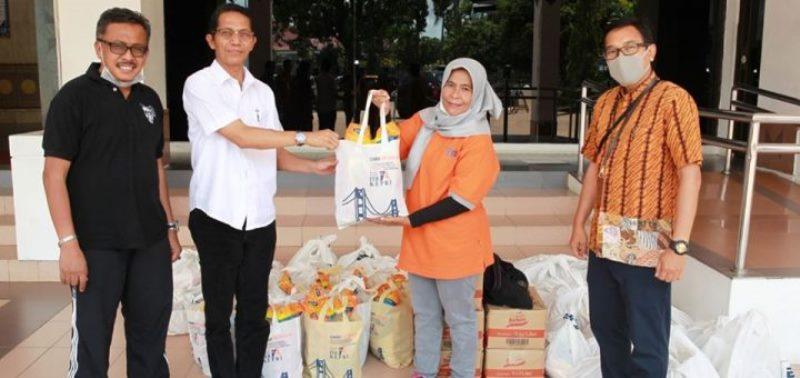 Ikatan Alumni ITB Kepri Beri Bantuan pada Keluarga yang Dikarantina