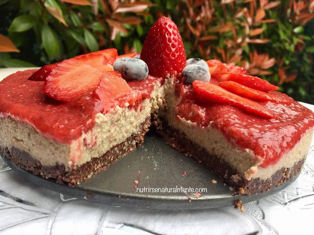 cheesecake vegana de anacardos con mermelada de fresas