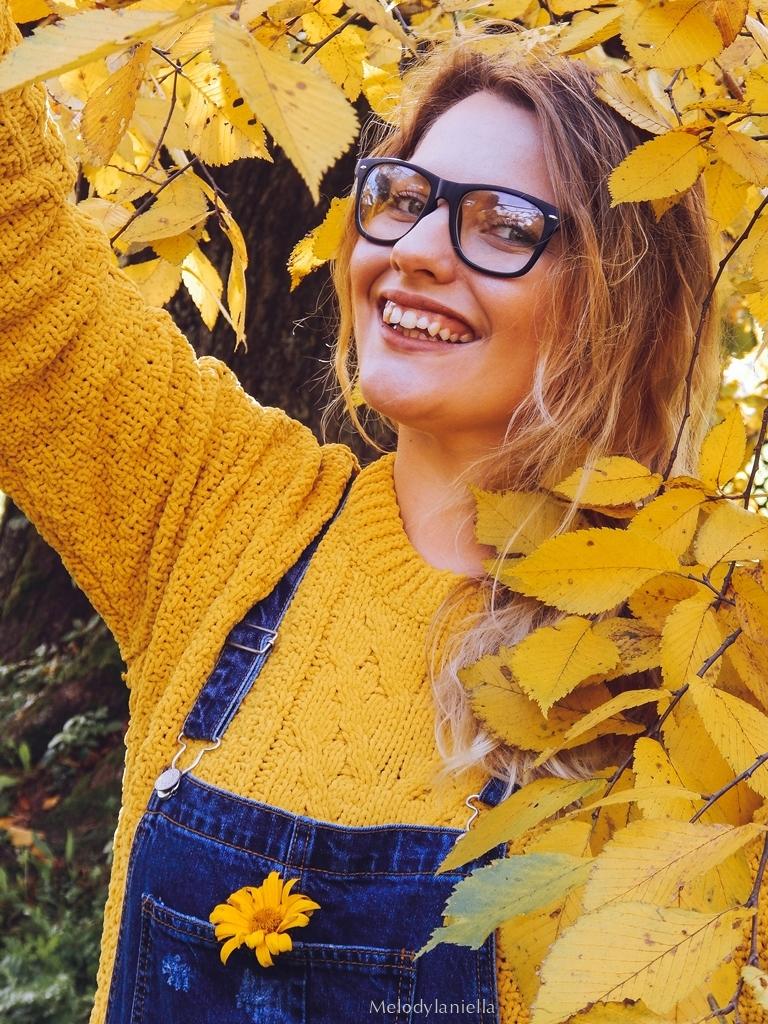 3 ogrodniczki jak dobrać do sylwetki hit czy kit gdzie kupić ogrodniczki jak nosić ogrodniczki pomysł na stylizację z ogrodniczkami jak ubierać się jesienią pomysł na żółty sweter jak nosić kolorowe skarpetki