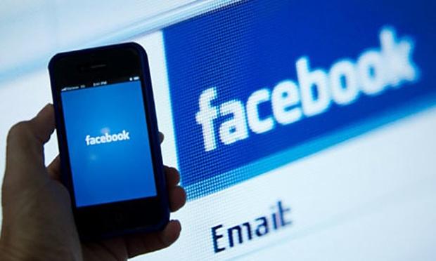 حسابات فيس بوك مزيفة