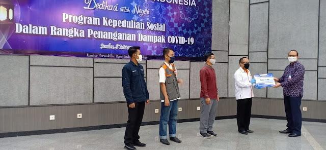 Penyerahan simbolis dari Kepala Cabang Bank Indonesia Jember ke Lazismu Jember