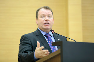 Dr. Neidson cobra benefícios para servidores da saúde estadual