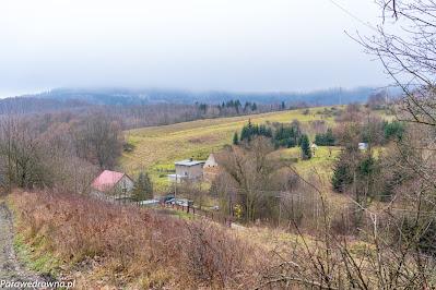 Panorama Lubomina ze szlaku przebiegającego obecnie ponad dawną bacówką pod Trójgarbem