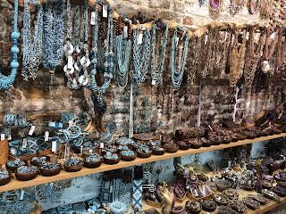 aprire un negozio di bigiotteria gioielleria abbigliamento donna gioielli