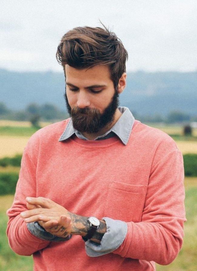 c86169fa3da As manga da camisa dobradas por cima das mangas da sweater