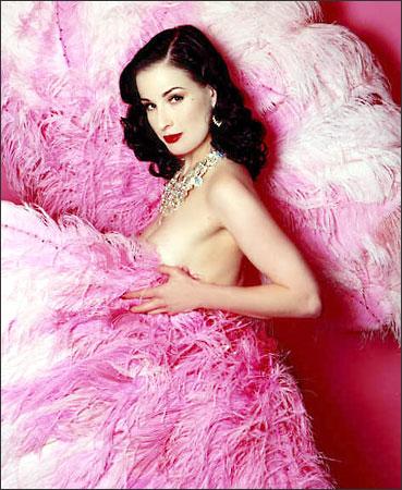 burlesque-style-feathers.jpg