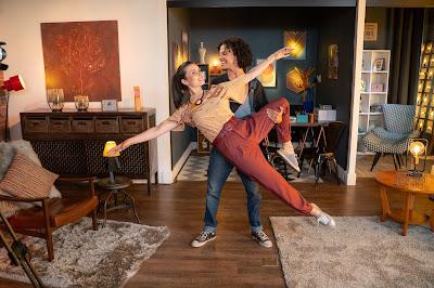 A especialista em finanças pessoais Nathalia Arcuri e o bailarino João Victor Moreira, o Bibito. Crédito: Ricardo Carvalheiro / Endemol Shine Brasil